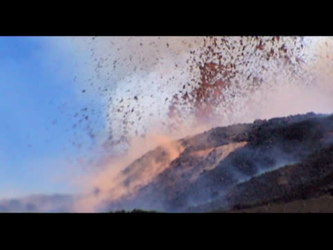 mt etna eruptions, 25-27 october 99, sicily, italy. - 1999年点の映像素材/bロール