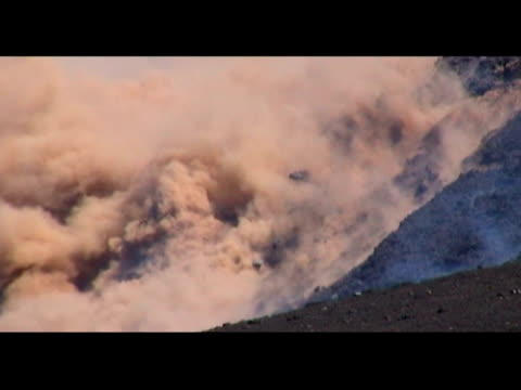 mt etna eruptions, sicily, italy, 25-27 october 99. - 1999年点の映像素材/bロール
