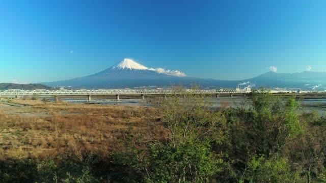 空からの富士山と富士川 - 輸送手段点の映像素材/bロール