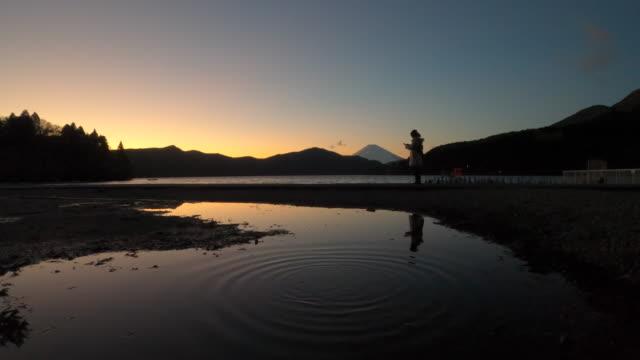 mt. fuji and lake ashi in winter season - plusphoto stock videos & royalty-free footage