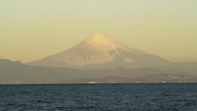 mt. fuji and sagami bay in japan - 相模湾点の映像素材/bロール