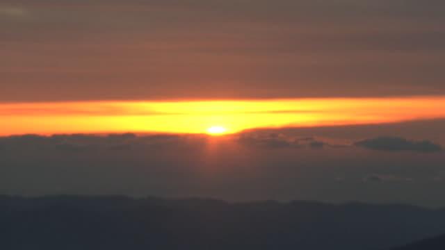 vídeos de stock, filmes e b-roll de aerial, mt fuji and sunrise on new year's day, japan - dia do ano novo