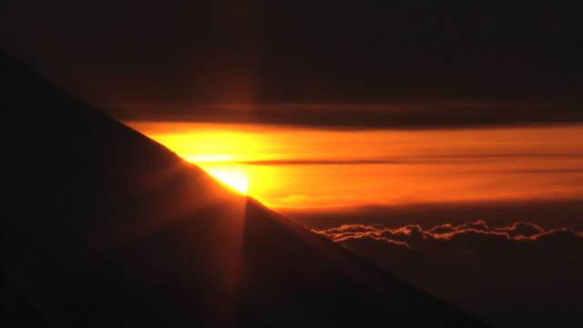 aerial, mt fuji and sunrise on new year's day, japan - 正月点の映像素材/bロール