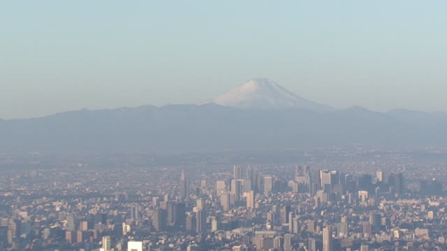 vídeos de stock, filmes e b-roll de aerial, mt fuji and tokyo with skytree, japan - dia do ano novo