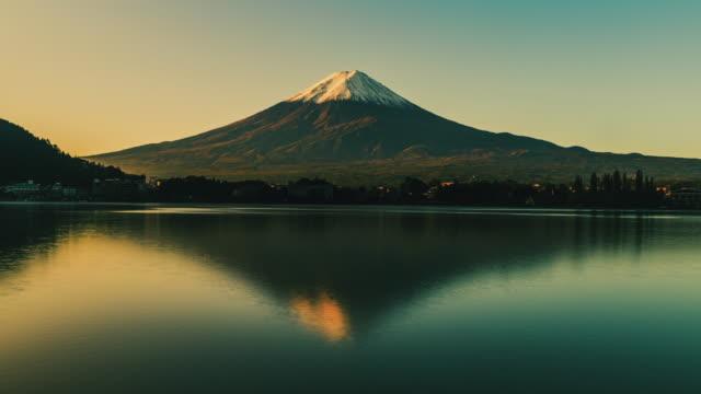 mt. fuji at lake kawaguchiko in autumn in japan - mt fuji stock videos & royalty-free footage