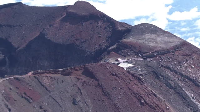 aerial, mt fuji in summer, shizuoka, japan - mt fuji stock videos & royalty-free footage