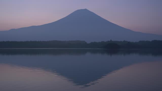 mt. fuji over lake tanuki in summer - shizuoka prefecture stock videos and b-roll footage