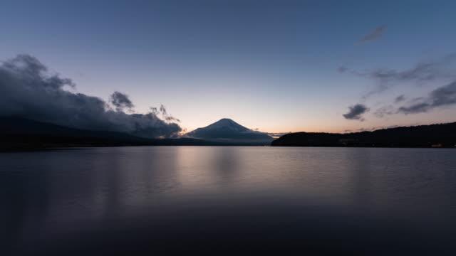 mt. fuji over lake yamanaka at sunset (wide) - 広角撮影点の映像素材/bロール