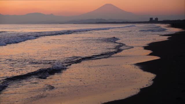 mt. fuji over the beach - 神奈川県点の映像素材/bロール