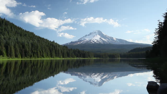 hd mt. hood in oregon us - mt hood stock videos & royalty-free footage