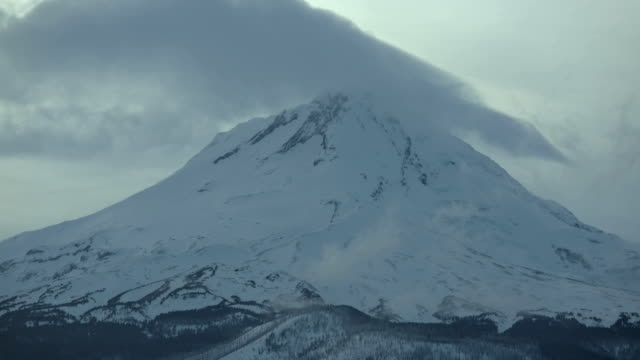 mt. hood in winter snow covered mountain and forest at dusk sunset telephoto close summit blowing snow - oregon us state stock videos & royalty-free footage