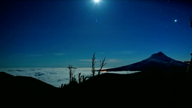 mt. hood inversion fog low clouds full moon from summit of lookout mountain stars at night - mt hood stock videos & royalty-free footage