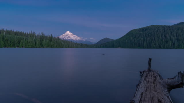 mt hood & milky way. time-lapse through oregon - mt hood stock videos & royalty-free footage