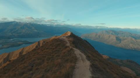 mt roy, luftbild - banff nationalpark stock-videos und b-roll-filmmaterial