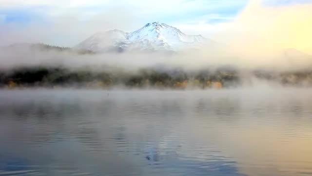 Berg Mount Shasta langsamer zoom out
