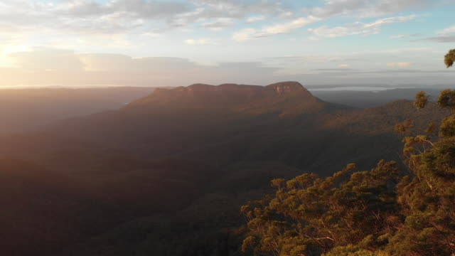mt solitary at sunrise in the blue mountains - beauty stock videos & royalty-free footage