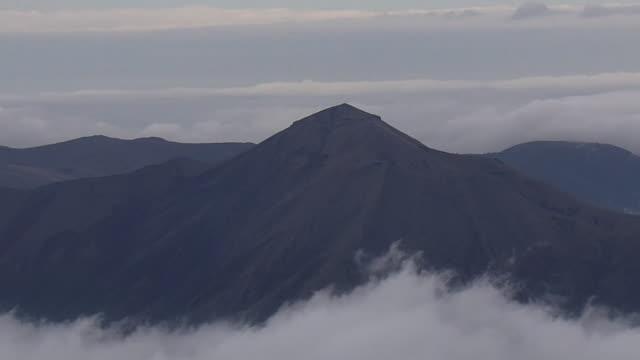 stockvideo's en b-roll-footage met aerial, mt takachihonomine in mt kirishima, japan - active volcano