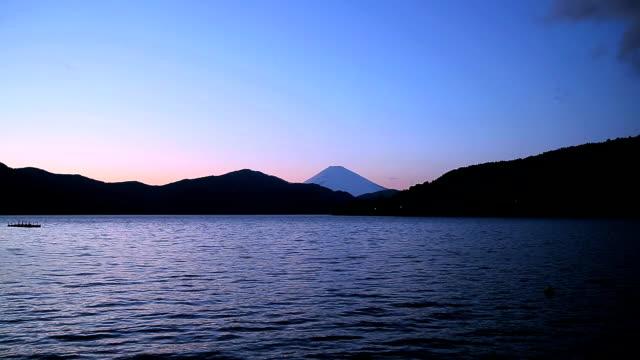 vídeos y material grabado en eventos de stock de mt.fuji de ashino-ko lago al atardecer - plusphoto