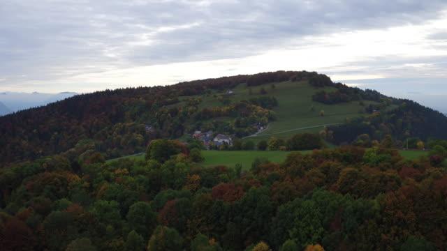 vidéos et rushes de mt.salève près de genève en automne - chaîne de montagnes