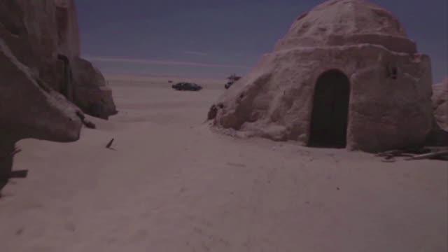 Muchas escenas de la celebre saga cinematografica Star Wars se rodaron en el desierto de Tunez que ahora trabaja para promover el lugar como destino...