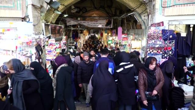 vídeos y material grabado en eventos de stock de muchos iranies se abstendran en las legislativas del viernes para demostrar su hartazgo con las autoridades que no han logrado aliviar las... - viernes