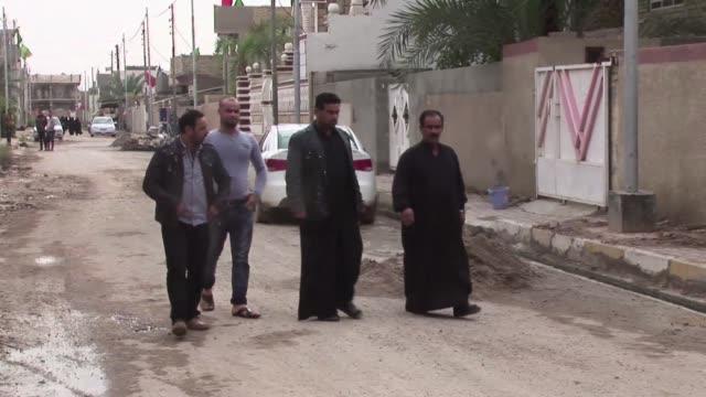 muchos iraquies, tanto chiies como sunitas, se llaman sadam husein, un nombre que hasta 2003 se daba a los ninos en homenaje al dirigente del pais,... - hoy stock videos & royalty-free footage