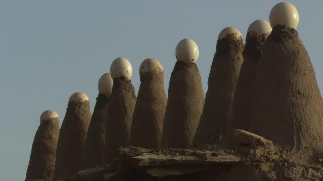 vídeos de stock, filmes e b-roll de mud building in mali, africa. - micrografia