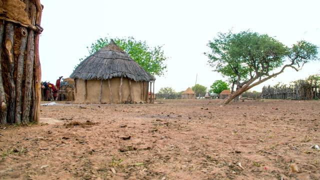 WS DS fango capanne nel Himba Village