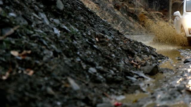 vídeos y material grabado en eventos de stock de ruedas de barro - carretera de tierra