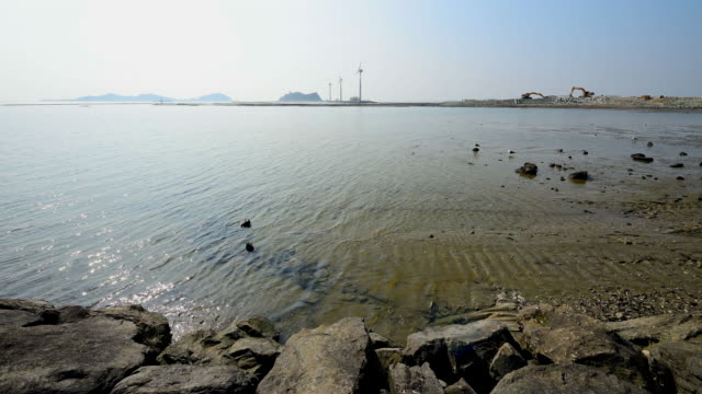 vídeos y material grabado en eventos de stock de mudflat exposing at low tide in tando port of daebudo island / ansan-si, gyeonggi-do, south korea - marea
