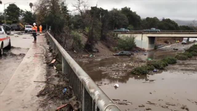 stockvideo's en b-roll-footage met mudslides, flooding force road closures in montecito. - bord weg afgesloten