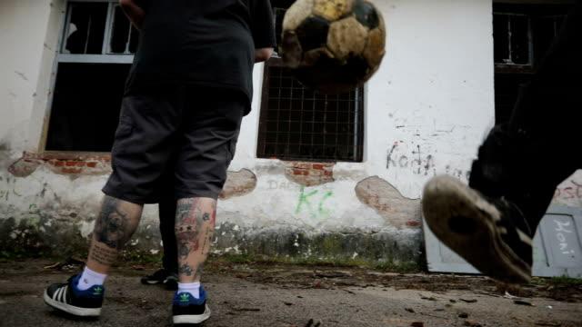 becher, fußball spielen - tätowierung stock-videos und b-roll-filmmaterial
