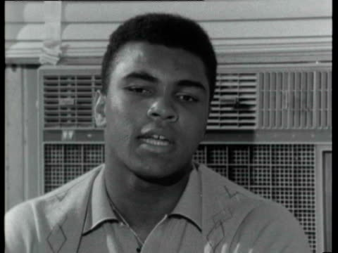 vídeos y material grabado en eventos de stock de muhammad ali interview - don't want to say nothing about that , will help me not to say nothing - talks about his rhymes and 'jive' talking / on... - entrevista acontecimiento