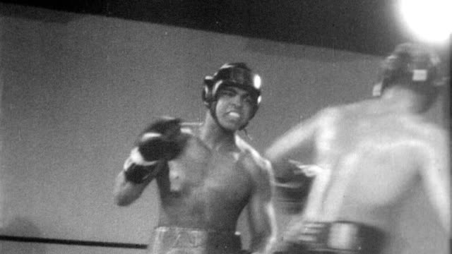 muhammad ali jumping rope and sparring in the boxing ring during training for his upcoming match against ernieterrell / cuts to spectators watching... - アリ点の映像素材/bロール