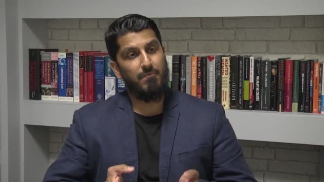 muhammad rabbani, international director of an ngo called cage speaks to the press in london, england on may 17, 2017. a director of a british-based... - human face video stock e b–roll