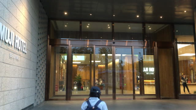 vídeos y material grabado en eventos de stock de muji hotel located at 'beijing fun' district is the second hotel designed by muji in the world the first muji hotel is in shenzhen and the third will... - noreste de china