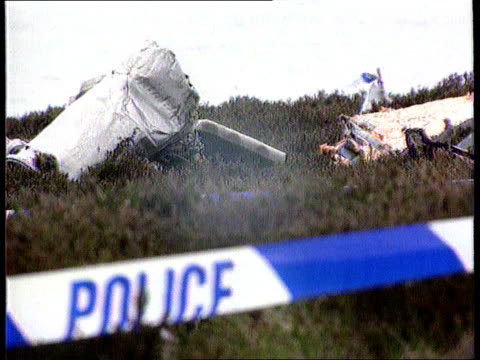 mull of kintyre chinook helicopter crash itn lib mull of kintyre wreckage from chinook helicopter scattered soldiers searching for clues to crash... - ヘリコプター事故点の映像素材/bロール