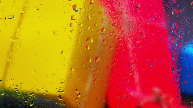 vidéos et rushes de multi couleur des boîtes-cadeaux - kraft