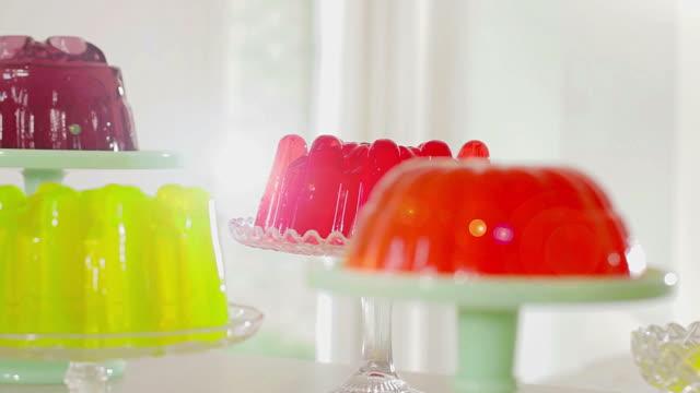 vídeos de stock e filmes b-roll de multi colored jellies blur to sharp focus - quatro objetos