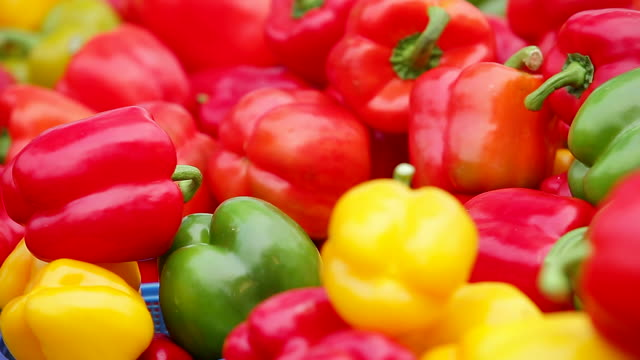 cu r/f multi colored parprika placed on shelves at conventional market / seongnam, gyeonggido, south korea - bell pepper stock videos & royalty-free footage