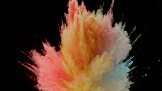 vídeos de stock e filmes b-roll de slo mo multi colored powder dust bursting into the air on black background and causing a cloud - cores