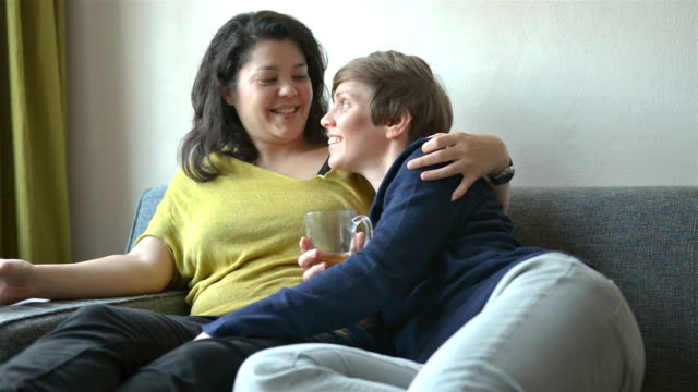 dolly: multi ethnic real life lesbian couple at home - 30 39 years stock videos & royalty-free footage
