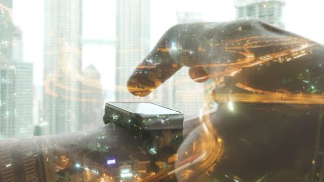 Concepto de exposición multi con hora punta de tráfico en la concurrida autopista