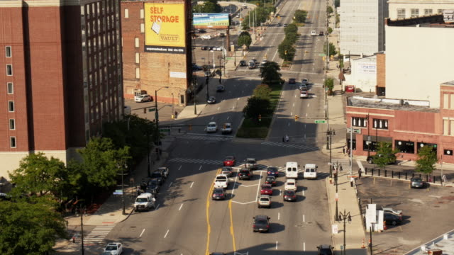 multi lane street in downtown detroit. wide shot from above - spoonfilm stock-videos und b-roll-filmmaterial