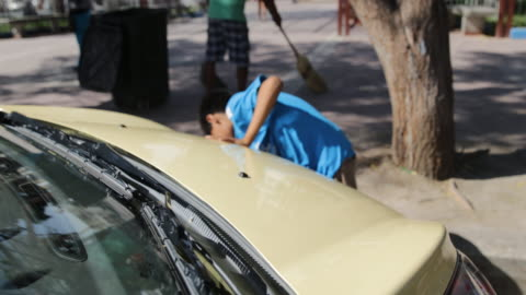 stockvideo's en b-roll-footage met multi-clip of a boy who is washing a car in piura, peru. - rubriekadvertentie
