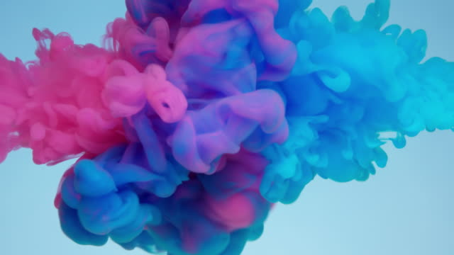 vídeos de stock e filmes b-roll de slow-mo: multicolor liquid flow - impacto