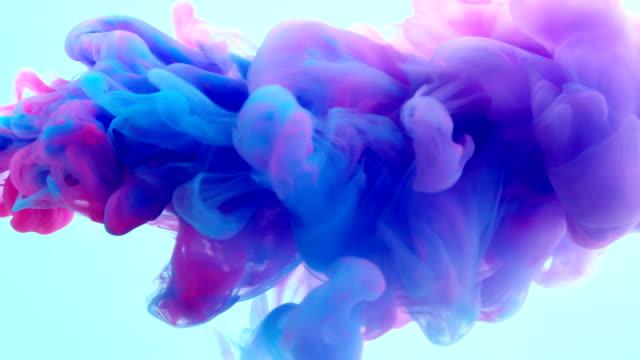 slow-mo: multicolor liquid flow - colore isolato video stock e b–roll
