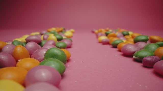 vídeos de stock e filmes b-roll de multicolored hard sour candies - coinfeitos