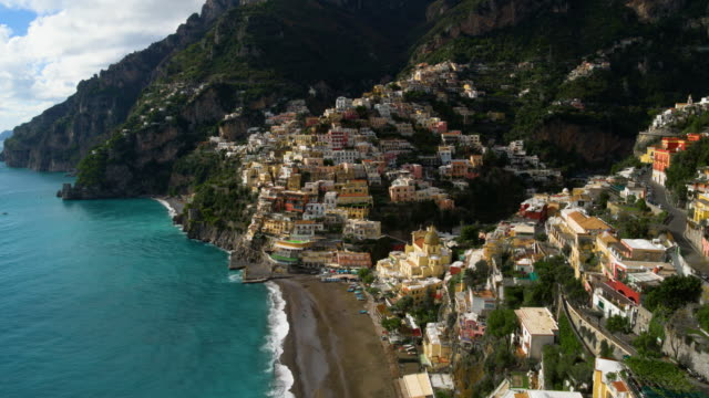 multicoloured cliffside houses on mountainside, positano, amalfi coast, italy - italien stock-videos und b-roll-filmmaterial