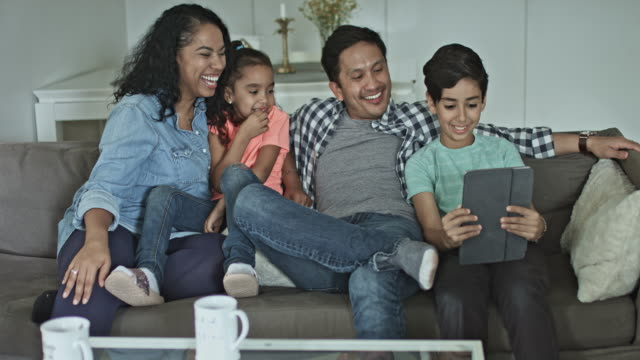 vídeos de stock e filmes b-roll de multi-ethnic family taking selfie on digital tablet - latino americano